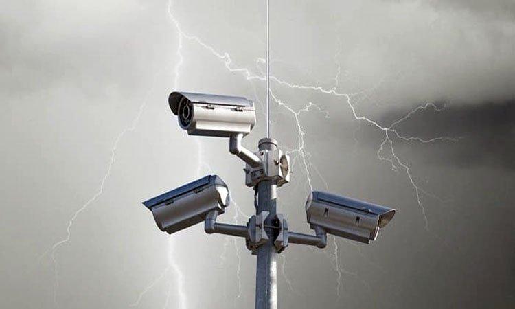 Как защитить систему видеонаблюдения от разрядов молний?